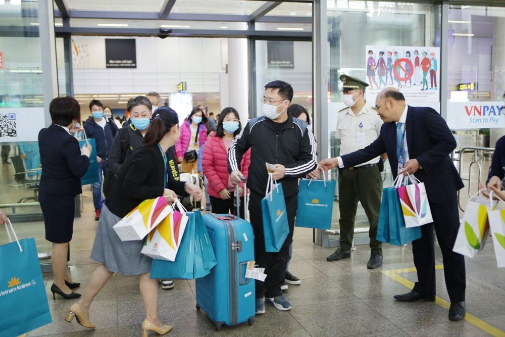Đà Nẵng: Đón những du khách trong chuyến bay đầu tiên của năm 2021