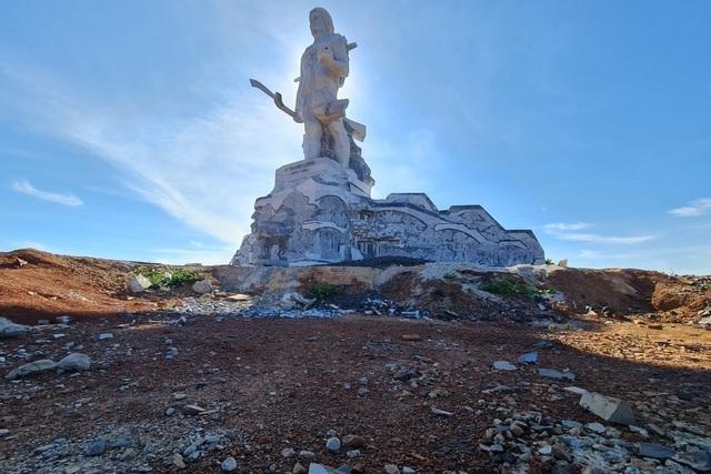 Chi thêm gần 90 tỷ làm sân và đường tượng đài lớn nhất tỉnh Đắk Nông