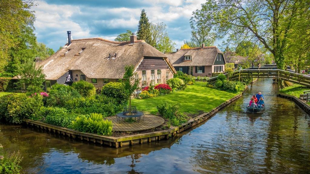 Ngôi làng cổ tích hơn 700 năm không khói bụi và tiếng còi xe