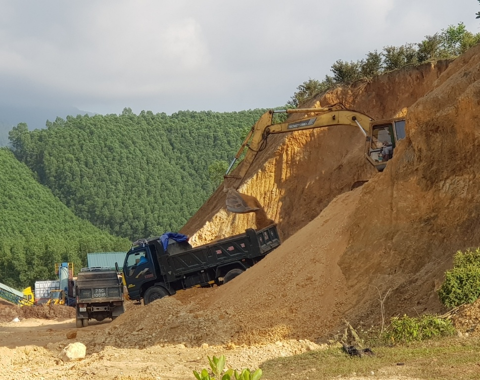 Thừa Thiên - Huế: Ngang nhiên khai thác đất san lấp trái phép ở huyện Nam Đông