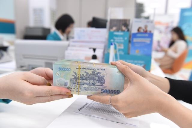 Lãi suất tăng vọt, Ngân hàng Nhà nước bơm hơn 15.500 tỷ đồng