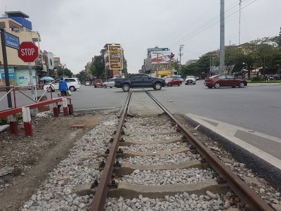 """Đường sắt Cái Lân - Kép - Yên Viên không nên trót """"đâm lao thì phải theo lao"""""""