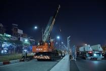 Hà Nội: Công nhân xuyên đêm tháo dỡ hàng rào đường đua F1