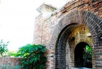 Bí ẩn cổng gạch cổ xuyên tường Kinh thành Huế vừa xuất lộ sau di dời dân