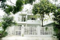 Chiêm ngưỡng nhà vườn bạc tỷ rau trái xum xuê, hoa nở bốn mùa của sao Việt