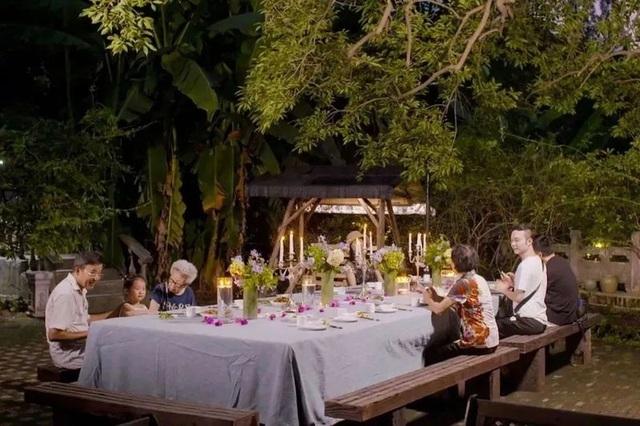 Bỏ phố về quê, 7 cặp vợ chồng già thuê biệt thự sống cùng nhau đến cuối đời