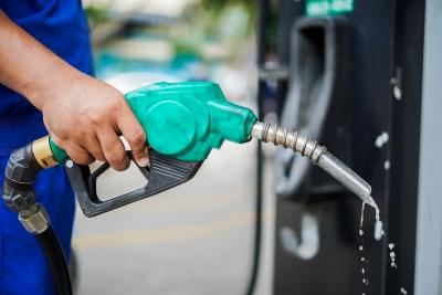 Giá xăng giảm nhẹ sau 3 lần tăng mạnh liên tiếp?