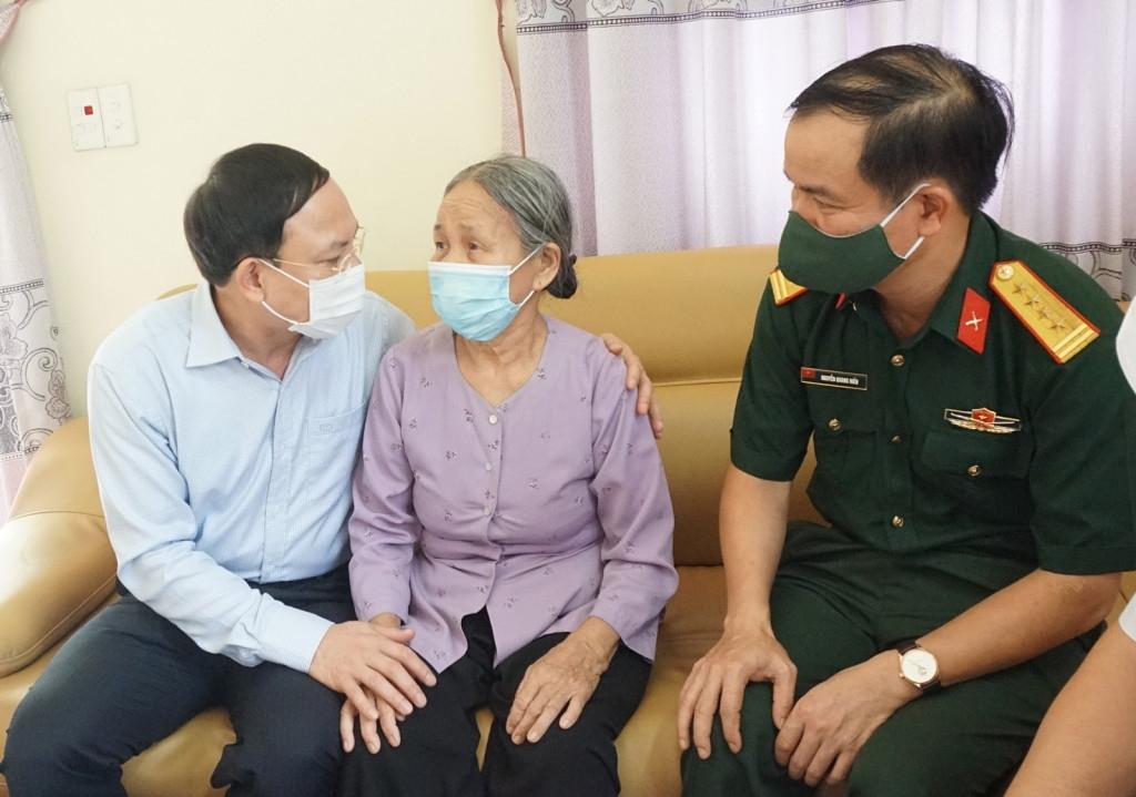 Thăm, tặng quà gia đình chính sách tại Quảng Ninh nhân kỷ niệm ngày Thương binh - Liệt sỹ