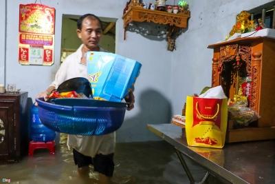 Hàng trăm ngôi nhà ngập sâu hơn 1 m do mưa lớn ở Quảng Nam