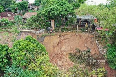 Hà Nội: Lo hàng chục nhà dân sẽ bị sông Hồng