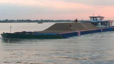 Cấm khai thác cát, sỏi lòng sông vào ban đêm