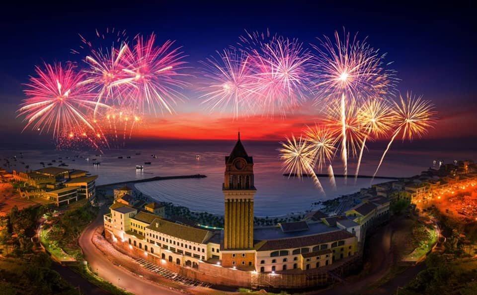 Cùng Soo Bin Hoàng Sơn và loạt sao Việt đón giao thừa tại New Year countdown 2021 Nam Phú Quốc
