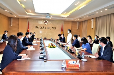 Deputy Minister of Construction Bui Hong Minh meets Korean Vice Minister of Land, Infrastructure and Transport