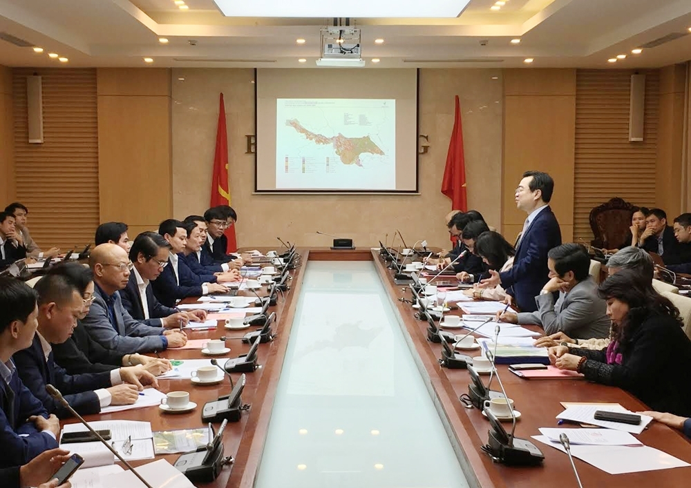 Deputy Minister Nguyen Thanh Nghi works with Son La Provincial People's Committee