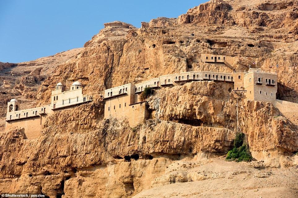 2 tu viện tuyệt đẹp trên vách đá