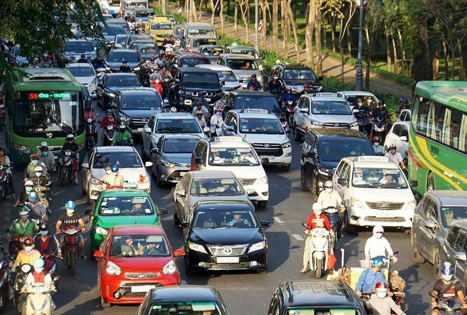 Sân bay Tân Sơn Nhất: Trong thông, ngoài vẫn tắc