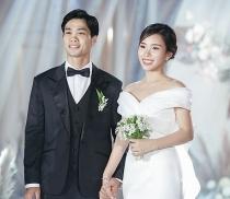 Công Phượng hạnh phúc nắm tay Viên Minh trong lễ đính hôn