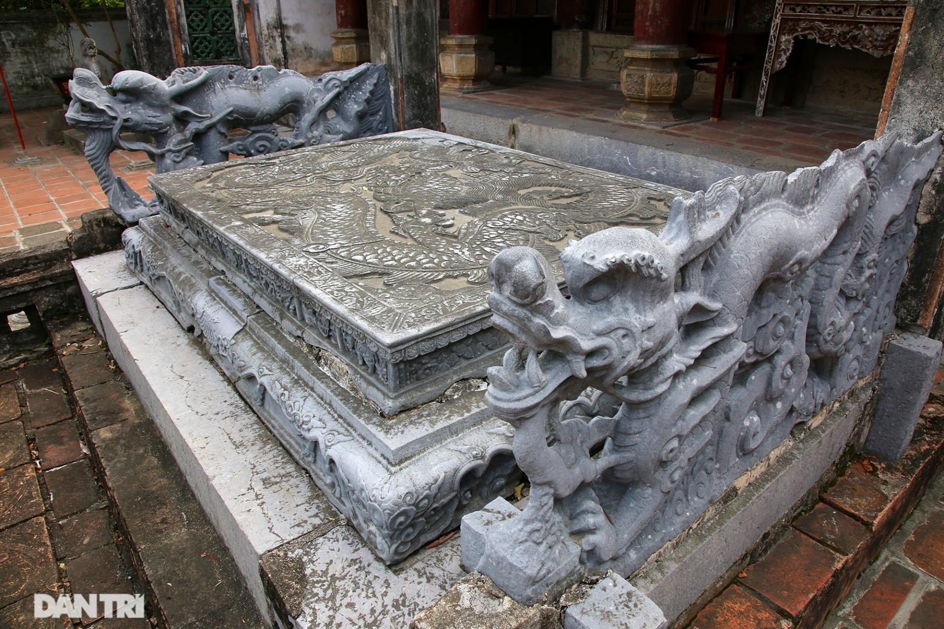 Long sàng đá độc nhất ở Việt Nam chạm hình Trâu, Chuột sánh với rồng