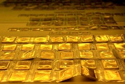 Giá vàng trụ đỉnh, người dân Hà Nội, TPHCM mua vàng online