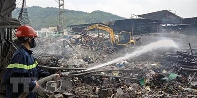 Hải Phòng: 10 xe cứu hỏa khống chế đám tại làng nghề Tràng Minh
