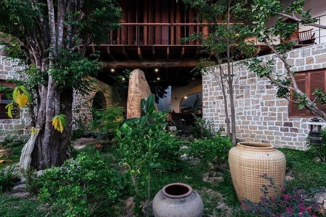 Gia đình ở Nha Trang làm nhà vườn kiểu Bắc Bộ ngập cây xanh, đẹp hiếm có