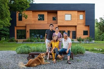 Cặp vợ chồng bỏ phố về quê xây nhà, làm trang trại sống bình yên