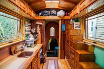 Cuộc sống tiện nghi bất ngờ bên trong ngôi nhà tí hon chỉ rộng 9 m2