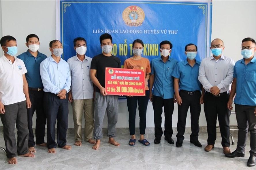 LĐLĐ huyện Vũ Thư (Thái Bình) hỗ trợ đoàn viên xây nhà mái ấm