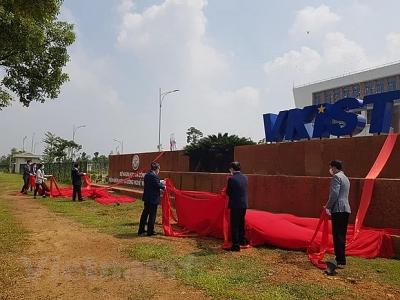 Khánh thành, gắn biển Viện Khoa học Công nghệ Việt Nam-Hàn Quốc