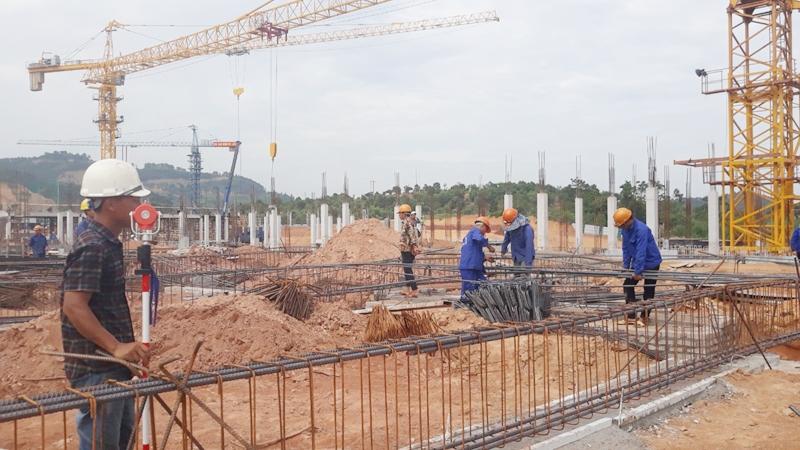 Căn cứ áp dụng quy định chuyển tiếp đối với dự án xây dựng
