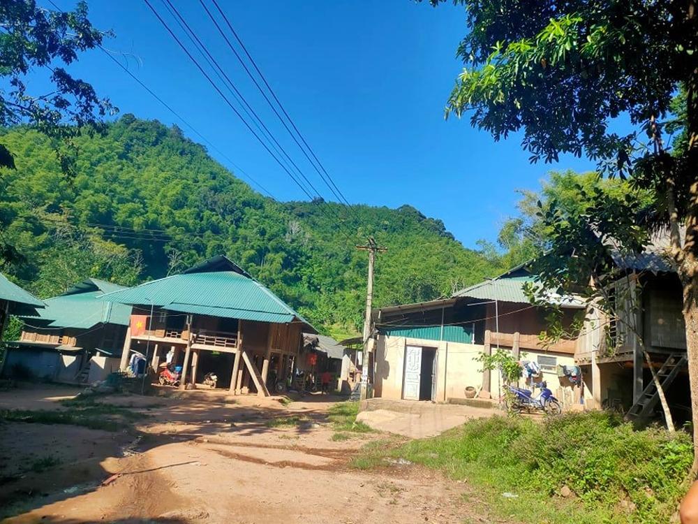 Quan Sơn (Thanh Hóa): Nhiều hộ dân vẫn sống trong vùng có nguy cơ sạt lở cao