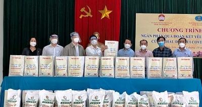 Hiệp hội Doanh nghiệp tỉnh Thanh Hóa tặng 300 suất quà cho người dân xã Quang Trung