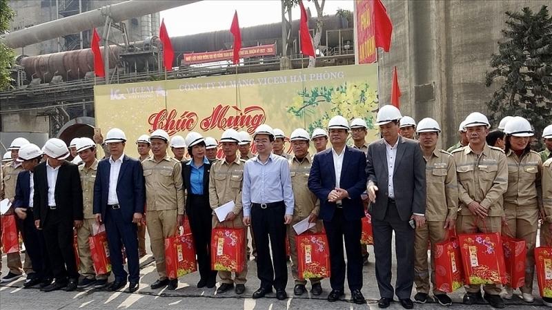 Thứ trưởng Bộ Xây dựng Nguyễn Thanh Nghị tới thăm, chúc Tết công nhân Lilama 69-3 và VICEM Hải Phòng