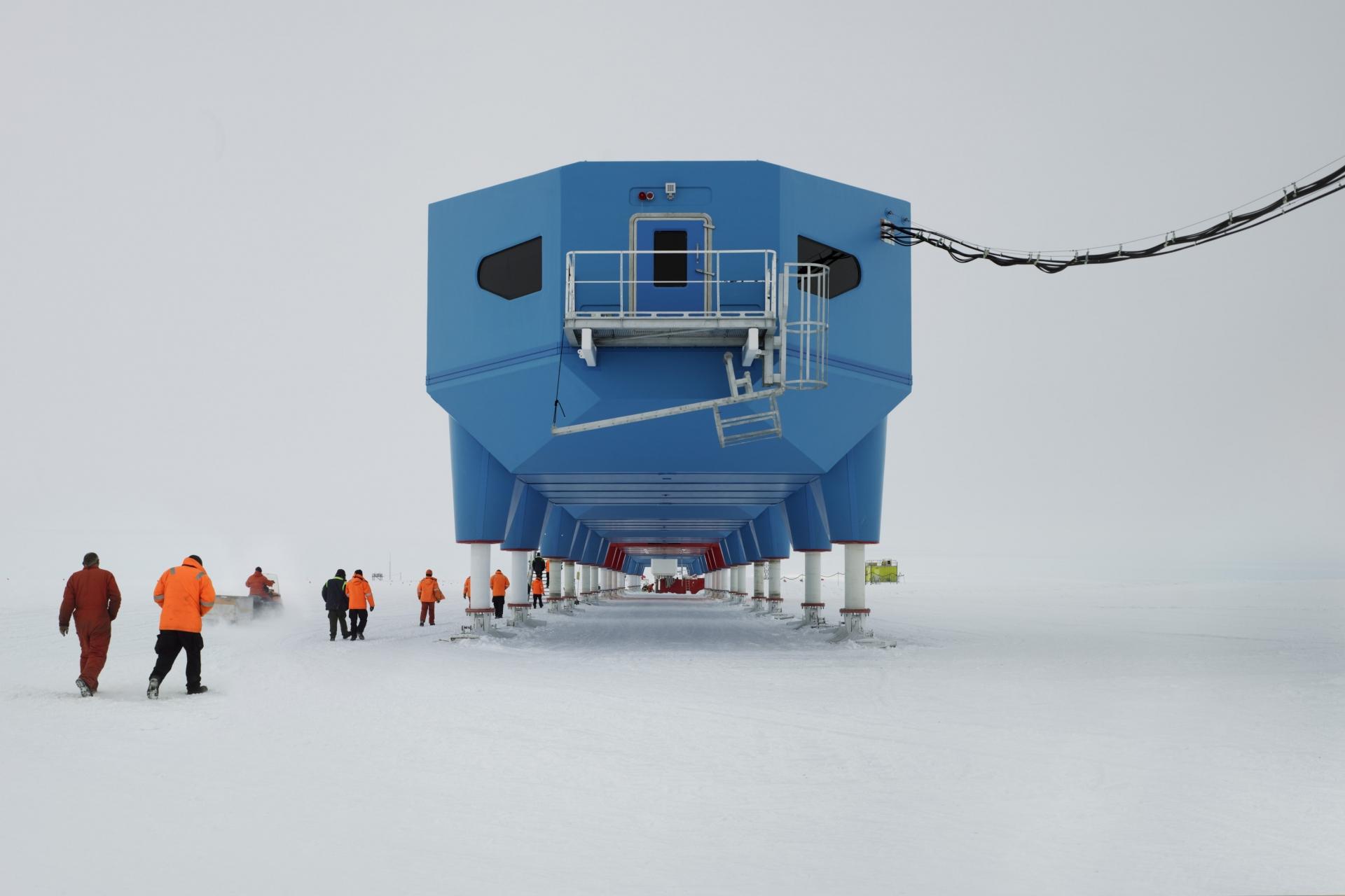Những tòa nhà ở Nam Cực có thể di chuyển khi băng nứt