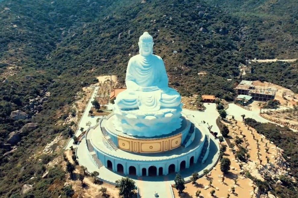Tượng Phật cao 69 m ở Bình Định nhìn từ trên cao
