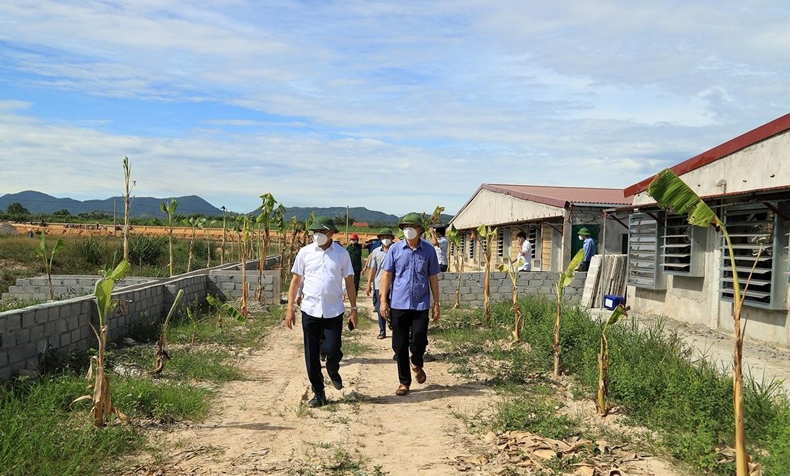 Hà Tĩnh: Đình chỉ và xử lý sai phạm trang trại lợn không phép