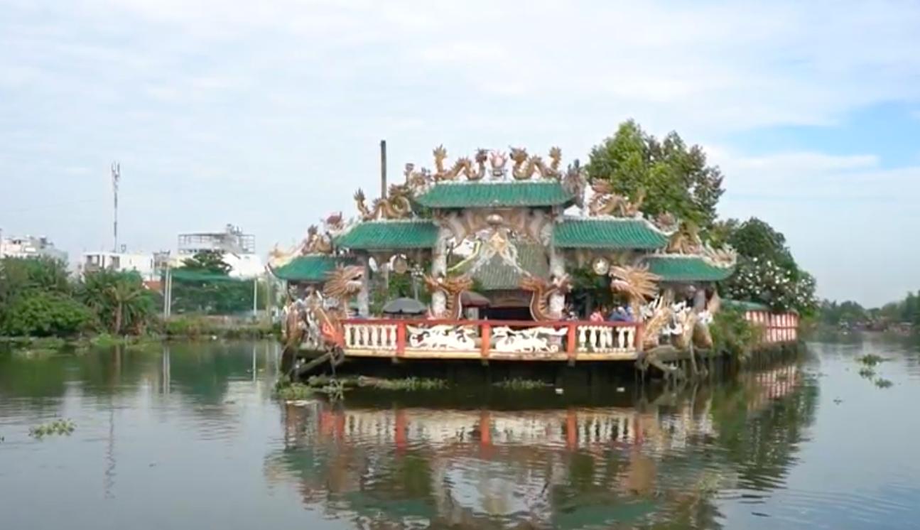 Độc đáo ngôi miếu nổi giữa sông Vàm Thuật