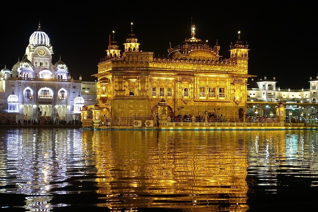 Đền thờ được dát bằng vàng 24K