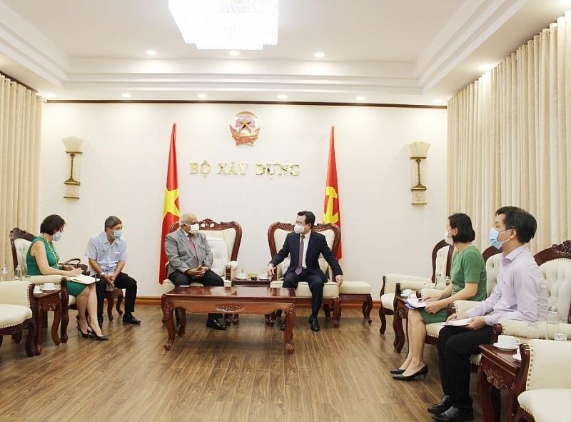 Bộ trưởng Nguyễn Thanh Nghị tiếp Đại sứ nước Cộng hòa Cuba tại Việt Nam