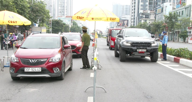 Hà Nội: Đông nhưng không ùn tắc ngày đầu áp dụng giấy đi đường mới